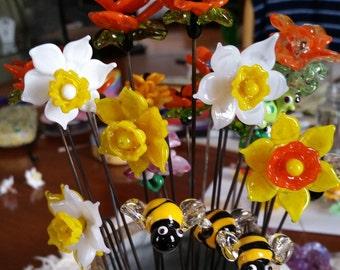 Daffodil - Garden Art - Sun Catcher - Plant Stake  - Lampwork Glass Daffodil