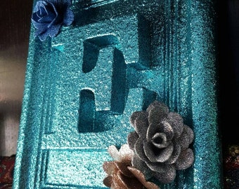 E initial, glitter in frame, letter with roses, personalised, custom orders taken, teal, turquoise, blue green, sparkle