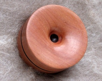 Reversible pocket spinning surface for supported spinning in Tasmanian Myrtle and Dymondwood