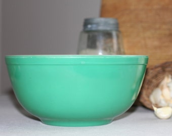 pyrex bowl green nesting bowl  almost new