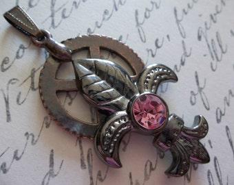 Antiqued Copper Steampunk Gear with Gunmetal Fleur de Lis & Pink Rhinestone Accent Pendant - Qty 1