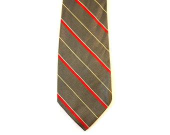 Men's 70s Tie - 1970s Pewter Gray & Red Striped Necktie - 70's Grey Mens Neckwear - Satin Wide Width Tie - Diagonal Stripes - 37145