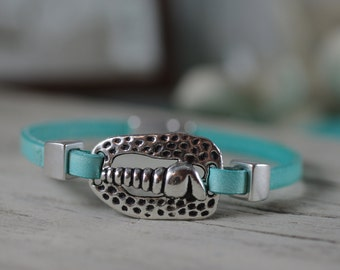 Silver Auger Shell Bracelet - Leather Jewelry - Beach Bracelet