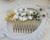 Emerald Hair Comb, Floral Hair Comb, Emerald Hair Piece, Green Hair Comb, Collage Hair Comb, Vintage Bride, Assemblage Jewelry Hair