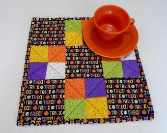 Halloween Quilted Table Topper, Halloween Quilted Table Mat, Halloween Table Decoration, Trick or Treat, Pumpkins, Mini Quilt