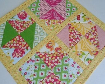 Floral Quilted Table Topper, Quilted Table Runner, Table Quilt, Summer Table Topper, Cottage Chic Quilt, Modern Table Topper