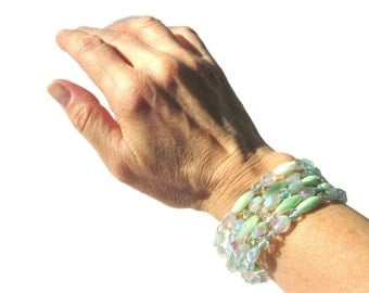 Sea Mist Beaded Wrap Bracelet, Memory Wire Mint Green Czech Glass and Crystal Bracelet, Stackable Bracelet, Wrap Cuff Arm Candy