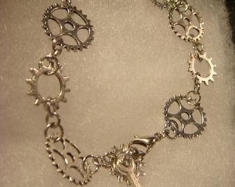 Antique Silver Gear and Cog Steampunk Bracelet (2075)