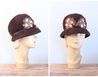 vintage 1960s ladies cloche - 60s feather trim hat / Chocolate Brown - mohair felt / Lady Byrd - mod - modern flapper
