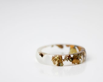 size 6 | thin smooth stacking eco resin ring | clear with variegated metallic flakes