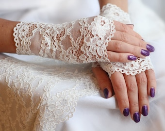 Lace Gloves in Ivory White with Gold. Wedding Gloves, Romantic lace gloves. Stretch lace gloves. Bride, bridesmaid, gift for her.