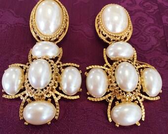1980s Saint John Pearl Clip On Earrings