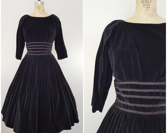 Vintage 1950s Black Velvet Dress / Black Tie Dress / Formal / Winter Dress / Full Skirt / Small Medium