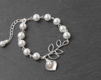 Calla Lily Bracelet White pearl Bracelet Bridesmaid Bracelet Bridal Bracelet White wedding Bracelet calla jewelry maid of honor gift