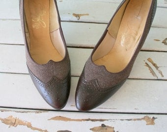 1960s Vintage OXFORD Heels..size 9 womens. shoes. heels. pumps. retro. mod. classic. mad men. loafer heels. 1960s heels. brown leather. mod