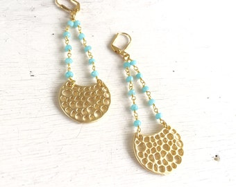 Chic Crescent Beaded Chain Earrings in Turquoise and Gold. Long Gold Dangle Earrings.  Geometric Earrings.  Modern Jewelry. Gift for Her.