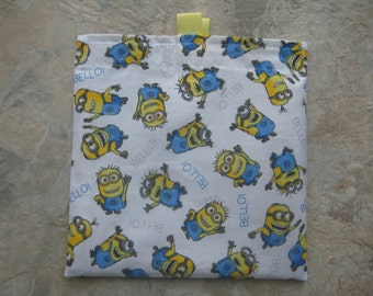 Bello Minions Reusable Sandwich Bag/Snack Bag with easy open tabs