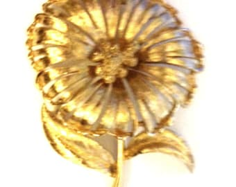 Monet Gold Tone Flower With Leaves Pin Brooch Vintage Monet Signed