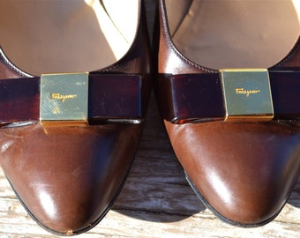 Vtg Salvatore Ferragamo Brown Leather heels Adorned With Lucite Bows And Gold Embossed Insignia Size 7 or 7 1/2