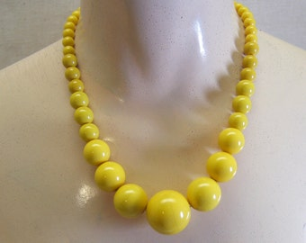 Big Bead Plastic Necklace, Sunshine Yellow, Graduated Beads, 22 Inches