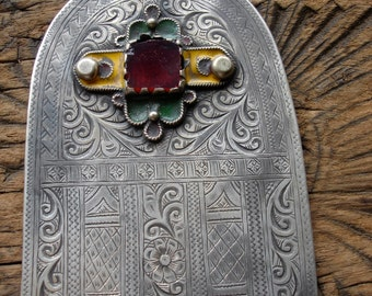 Moroccan large hand engraved Hand with red and enamel jewel