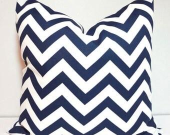 NEW OUTDOOR Pillow Navy Blue & White Chevron Zig Zag Outdoor Deck Porch 18x18