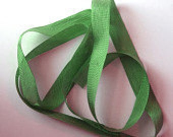 "Grass Green Vintage Hug Snug (3 Yards) 1/2"" Seam Binding"
