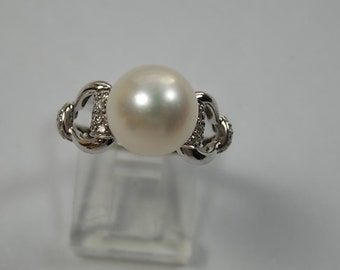 Pearl and Diamond Ring 10mm Pearl .20Ct Diamonds White Gold 14K 4.7gm Size 8