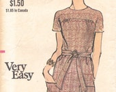 """VOGUE Pattern 7800 - Misses' """"Very Easy"""" One-Piece A-line Dress w/Yoke and Patch Pockets - Sz 12 B34 - Vintage 1970s"""