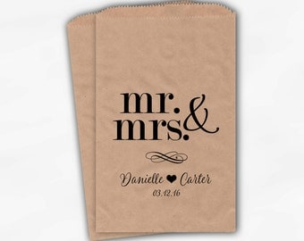 Mr & Mrs Candy Buffet Bags - Personalized Wedding Favor Bags - Black on Kraft Paper Treat Bags (0175)