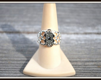 Adjustable Filigree Ring, Black Rhinestone Ring, Adjustable Fashion Ring, Black and Silver Ring, Vintage Style Ring,  Silver Filigree Ring