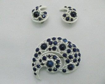 Vintage royal blue stone pin and earrings