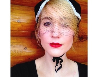 1940s vintage black and white classic netted women's bonnet hat