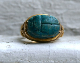 Amazing Vintage Egyptian Revival 18K Yellow Gold Scarab Faience Ring.