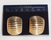 Carded Bijoux GIVENCHY Arched Gold Tone Rippled Signed Paris New York Clip On Earrings