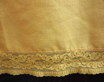 """Long Yellow Gold Vintage Polyester Tablecloth with Gold Lace Edge - Oval 64""""x 96"""""""