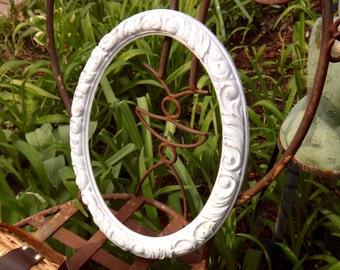 White Oval Frame, 13 x 16 Oval Frame, French Country, White Frame, Ornate, Embossed, Syroco Mirror, Regency, Provincial, Oval Frame, Shabby