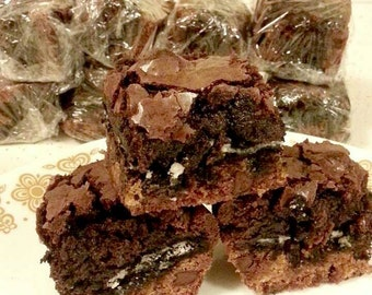 Extreme Brownies! A delicious combo of chocolate chip cookie + oreos + brownies!