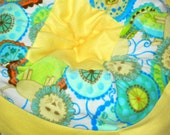 Large Fleece Machine Washable Pet Bed - Micro-Fleece Lions and Yellow Accent