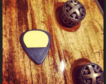 GuitarMoose StickyDots - add grip to your guitar pick