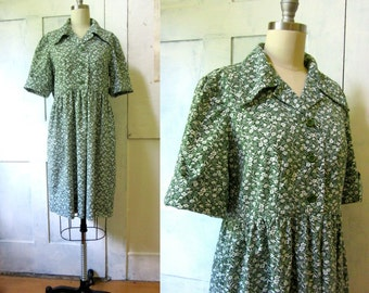 70s Green and White Print Dress - Custom Made - Loose Fit - Floral Print - Button Front - Hipster Dress