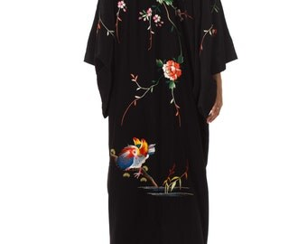 Vintage 1970s Hand Embroidered Kimono Size: XS/S/M/L/XL