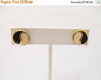 ON SALE Retro Enameled Yin Yang Earrings Item K # 2584