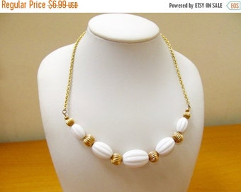 ON SALE AVON Retro White and Gold Tone Beaded Necklace Item K # 3096