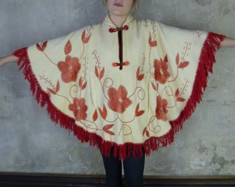 Vintage 1970s Cream and Red Flowers Wool Poncho