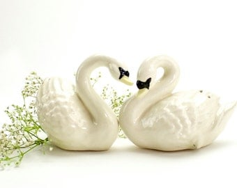 Vintage White Swan Salt and Pepper Shakers, Vintage Swans, White, Duck Salt Pepper, Romantic, Mid Century Swan Shakers, Hand Made, Epsteam