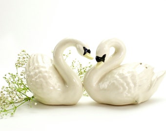 Vintage White Swan Salt and Pepper Shakers, Vintage Swans, White, Duck Salt Pepper, Romantic, Mid Century Swan Shakers, Hand Made, Epsteam