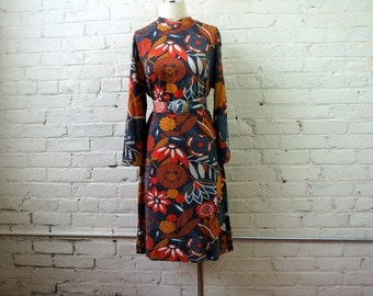 Earthy Floral Dress MEDIUM 1970s Vintage Large Flower Print Belted Shift Long Sleeve Bohemian Gray Rust Orange White Earth Tones Checkaberry