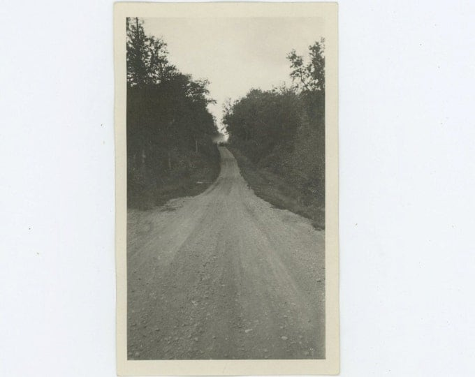 Distant Car Approaches, Northern Minnesota, Aug. 1921 Vintage Snapshot Photo (66471)