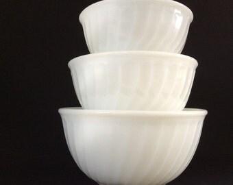 Fire King - Anchor Hocking - White Milk Glass Mixing Bowl - Serving Bowl - Swirl Pattern - Retro Kitchenware - Milk Glass
